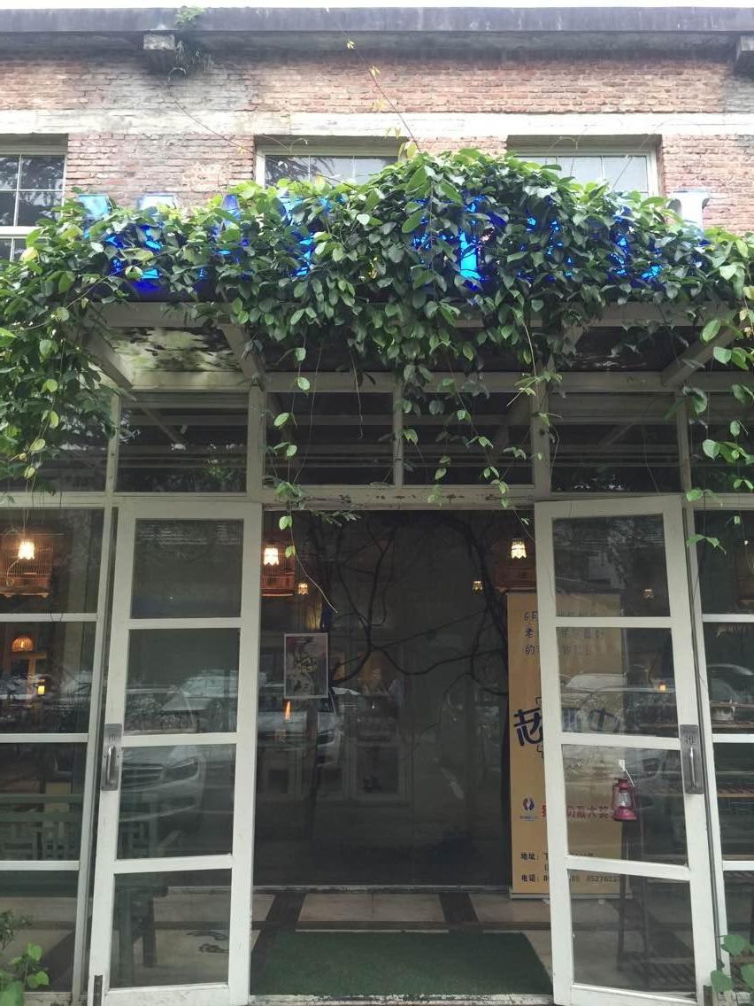 复古铁艺的装修风格越来越受到餐厅行业喜爱