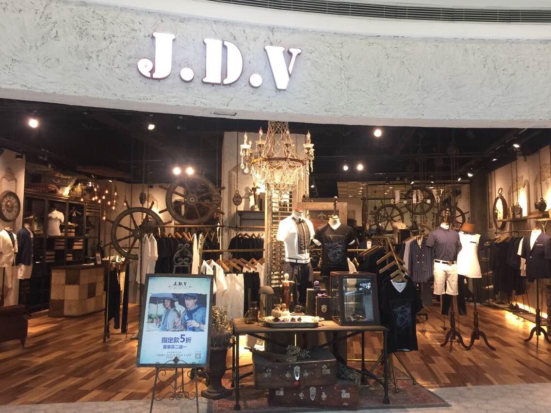 复古铁艺风格被广泛应用于服装店