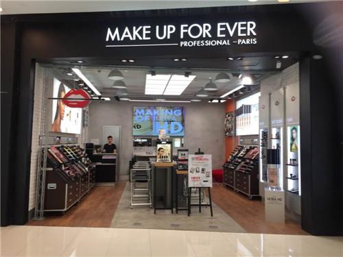 某大型商场化妆品店铁艺展架案例