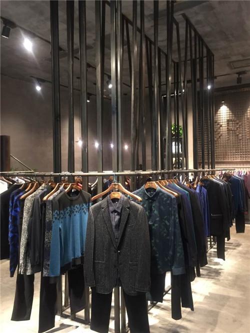 义乌万达广场服装展示架定制案例