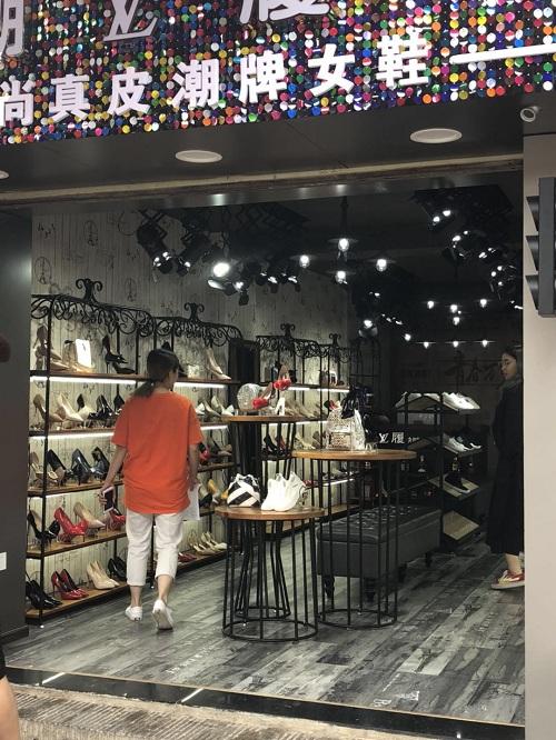 【潮牌女鞋】铁艺展示道具定制案例